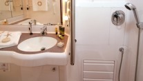Callisto - Guest Bathroom