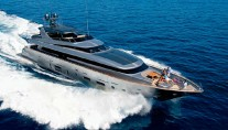 Canados 120 superyacht Far Away running