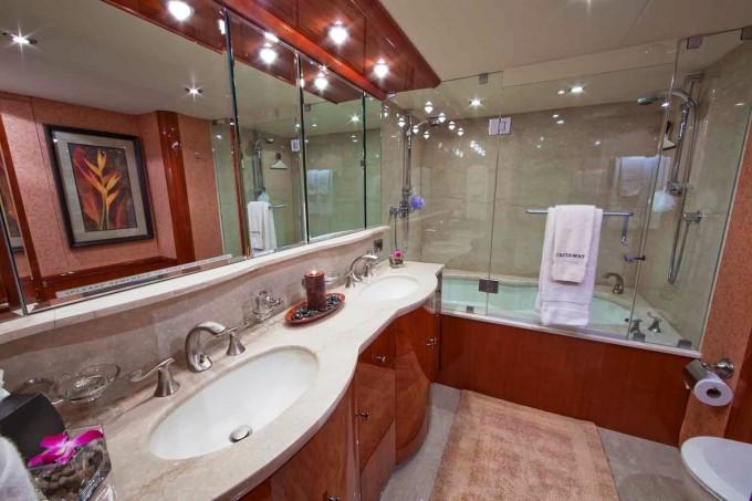 Luxury yacht charter castaway master bath lazzara for Bathroom ideas 9x12