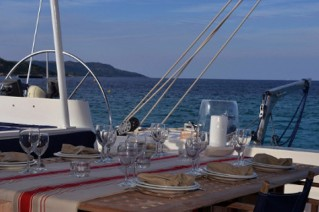 Catamaran ABYSSE - Al Fresco Dining