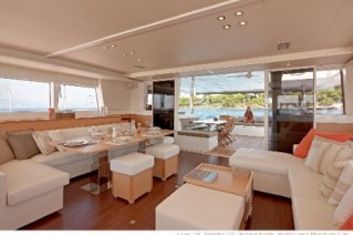 Catamaran Firefly -  Main Salon