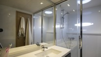 Catamaran HIGHJINKS I - Ensuite 2