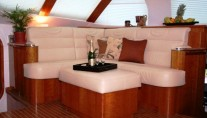 Catamaran SAGAPONACK -  Sofa in Saloon