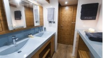 Catamaran SKYLARK -  Bathroom