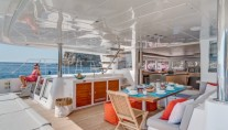 Catamaran SPLIT SECOND - Alfresco dining