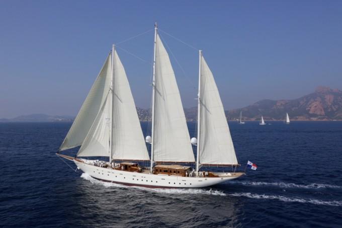Classic Sailing Yacht Xarifa Ex Radiant Oiseau Blanc