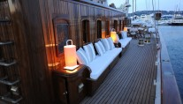 Classic Sailing Yacht XARIFA -  Starboard Sidel Seating)