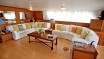 Classic Yacht NAFISA -  Salon Seating