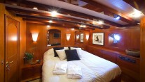 Classic Yacht OVER THE RAINBOW -  Double Cabin 2