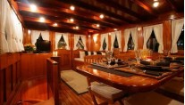 Classic Yacht OVER THE RAINBOW -  Formal DIning area