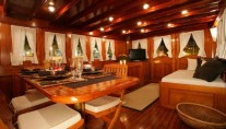 Classic Yacht OVER THE RAINBOW -  Formal Dining 2