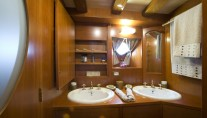 Classic Yacht OVER THE RAINBOW -  Guest Ensuite 2