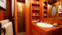 Classic Yacht OVER THE RAINBOW -  Guest Ensuite