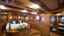 Classic Yacht OVER THE RAINBOW -  Master Cabin