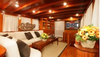 Classic Yacht OVER THE RAINBOW -  Salon Seating 2
