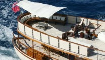 Classic Yacht OVER THE RAINBOW -  Sundeck