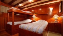 Classic Yacht OVER THE RAINBOW -  Twin Cabin (Convertable)