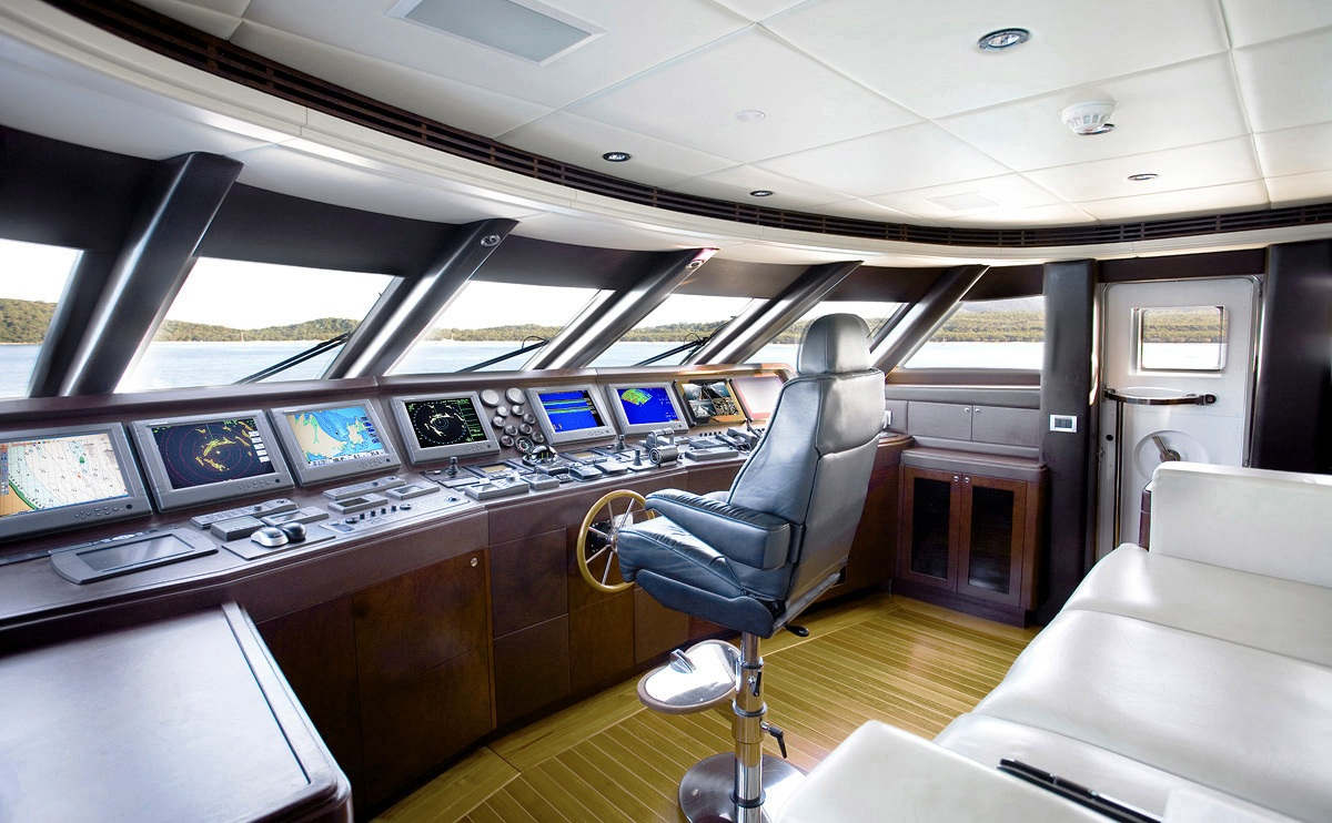 De Lisle Iii Bridge Luxury Yacht Browser By