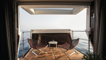 DOMANI yacht - fold out balcony