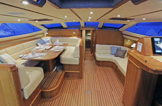Discovery Yachts More Magic - Saloon 2