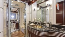 Dominator 860 Yacht -  Master Bathroom