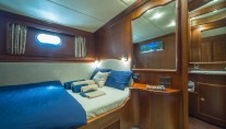 Double bed cabin Alba (2)