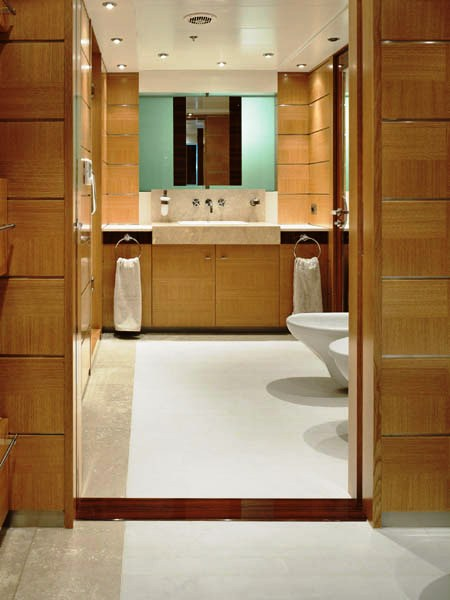 Luxury Yacht Charter Dream On - Bathroom 2 - Ursa Shipyard