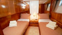 Dynasty - Twin cabin