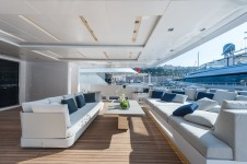 ENTOURAGE - aft deck seating