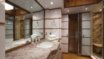 En-suite bathroom aboard Princess Iolanthe yacht - Photo courtesy of Mondo Marine