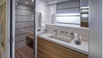 Expedition yacht Percheron - Bathroom Photo by Maurizio Paradisi