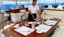 FELICIA WEST Flybridge Dining
