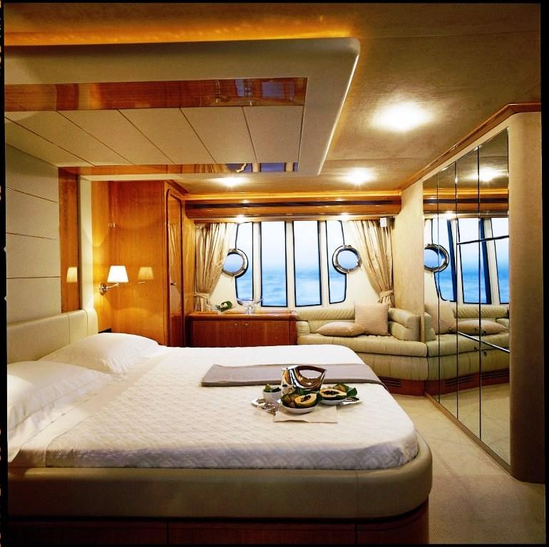 Foreplay master suite luxury yacht browser by for Master bedroom on suite