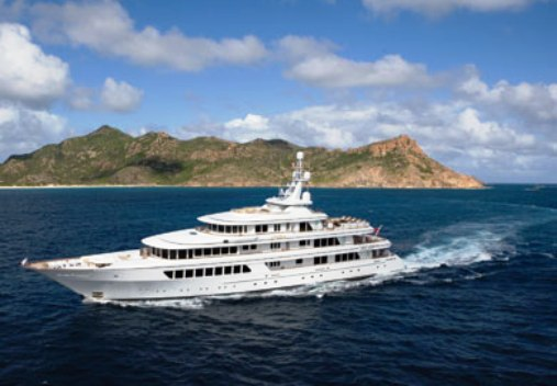 Feadship Motor Yacht Underway