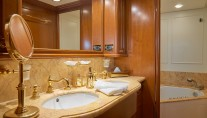 Ferretti Motor Yacht IMAGINE - Master ensuite