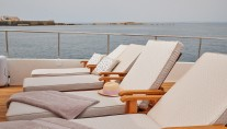 Ferretti Motor Yacht IMAGINE - Sundeck loungers
