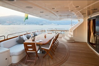 GRANDE - Aft deck alfresco dining