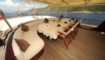 Gulet DEAR LILA - Aft Deck and Al Fresco Dining table