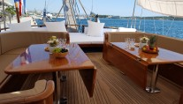 Gulet DOLCE VITA - Aft deck table
