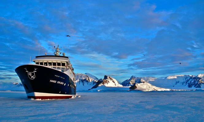 HANSE EXPLORER Packed in Ice
