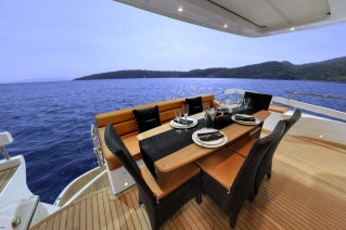 HARVEST MOON - Aft Deck Dining