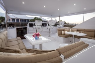 Hargrave 97 - Flybridge alfresco dining