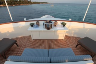 Heliad II Yacht - Panorama seating on the main deck.JPG