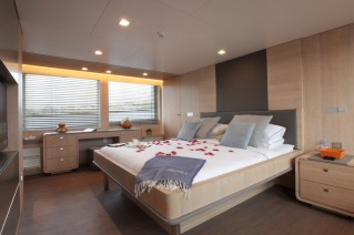 Heliad II superyacht - Owners Suite.JPG
