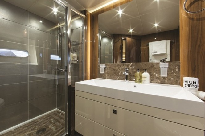 High Energy yacht - Master Bath