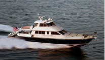 Hunt Ocean Series 80 Yacht at full speed