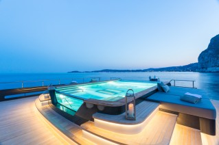 ICON 68M Superyacht - Main deck pool