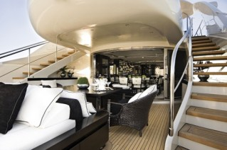 ILLUSION 120 - Aft Deck & Alfresco Dining