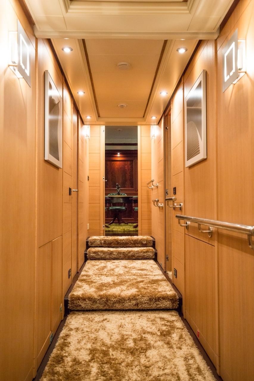 Foyer Luxury Yachts : Isa motor yacht samja guest foyer luxury browser