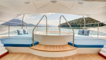 Icon Motor Yacht PARTY GIRL - Jacuzzi on sundeck